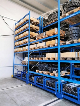 The mobile racking system increased the storage capacity in the existing warehouse by 60 %. (© OHRA)